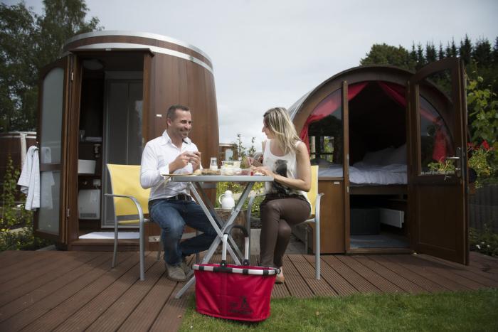 bernachten im weinfass saarschleifenland. Black Bedroom Furniture Sets. Home Design Ideas